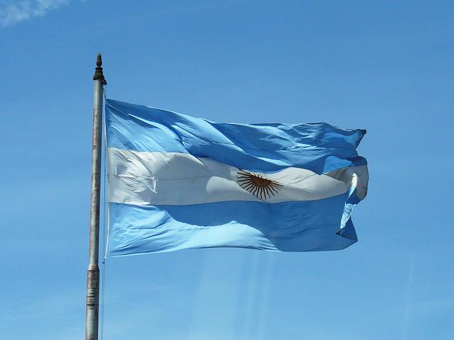 アルゼンチン 政策金利 45% 引き上げ
