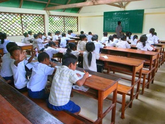 カンボジア 2019年 小学校 高校 金融 基礎知識 学ぶ