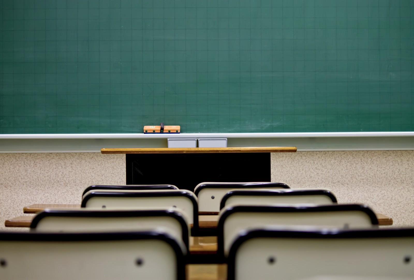 高校生 1000人 教育費払えず 強制退学