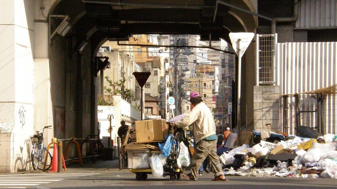 日本 生活保護 年金 減る 自助努力 促進