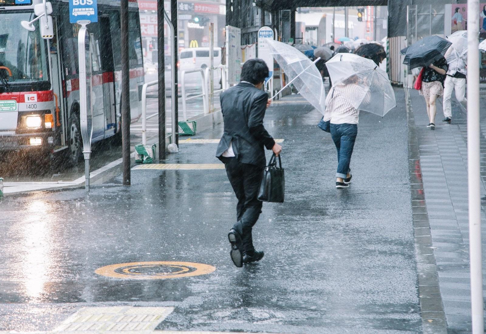 台風 出勤 ブラック企業