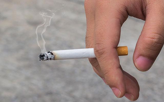 日本 タバコ 喫煙 世界最低レベル