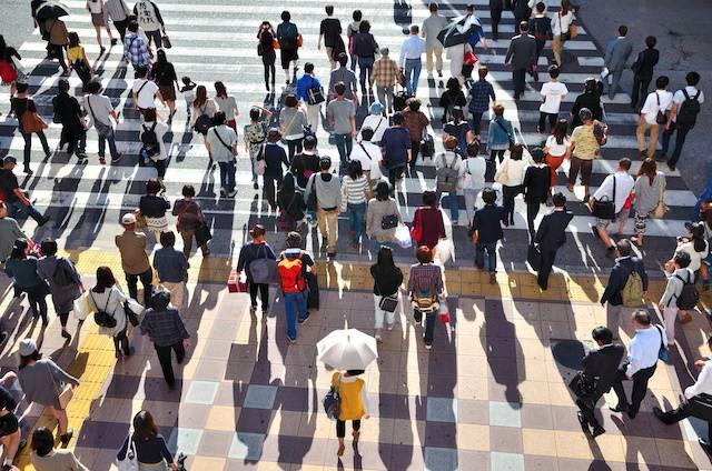 日本 人口 8年連続 減少 減少数 約43万人
