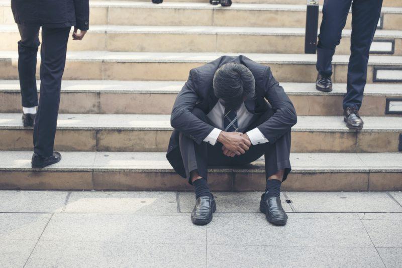 最低賃金 引き上げる 若者 失業率 上がる