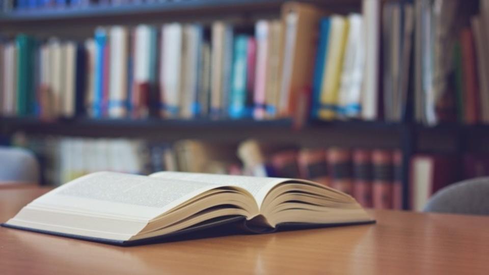 日本 大学生 1日 読書時間 ゼロ