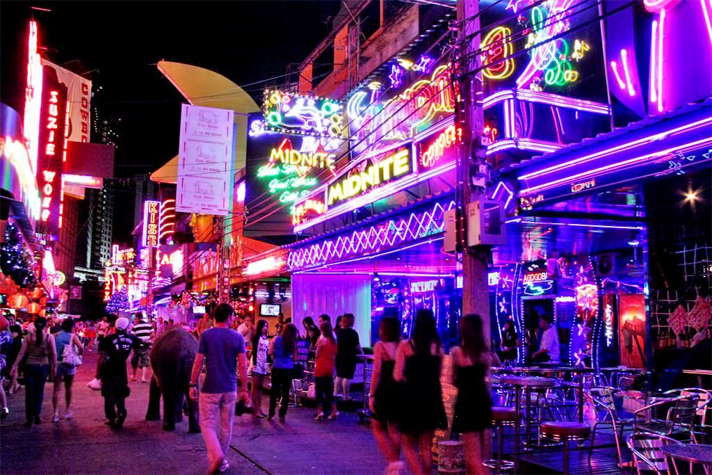 タイ 夜遊びスポット ソイカウボーイ