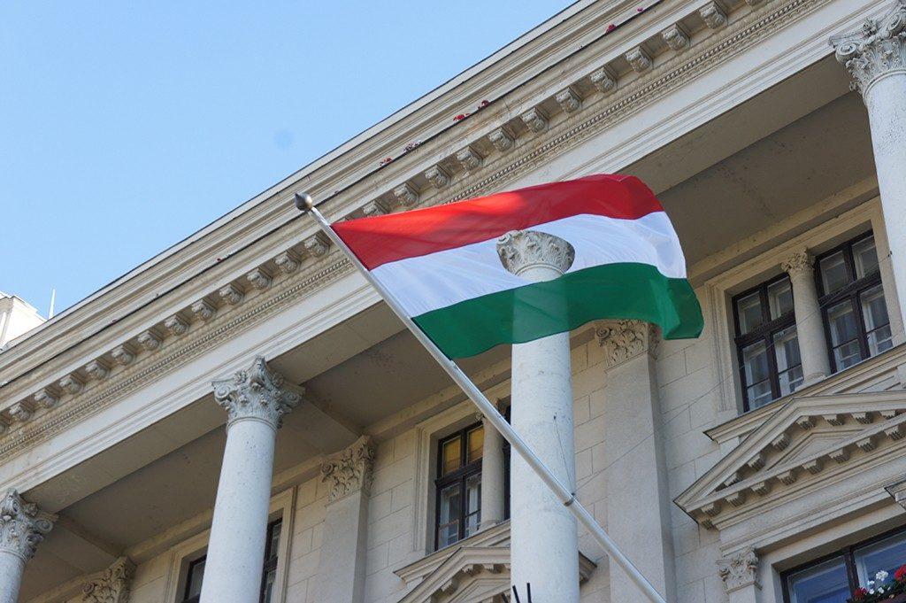 ハンガリー 年間残業上限 奴隷法