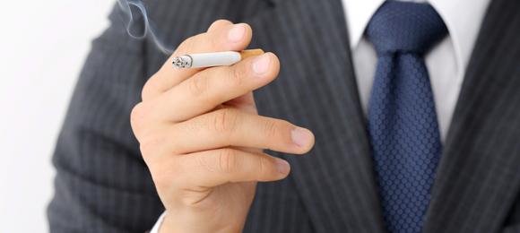 タバコ 喫煙者 不採用 企業