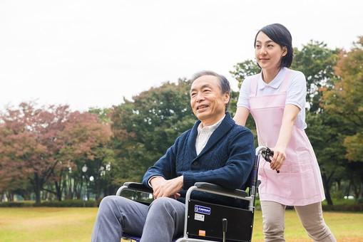 介護保険料 約6%アップ 年10万円 超える