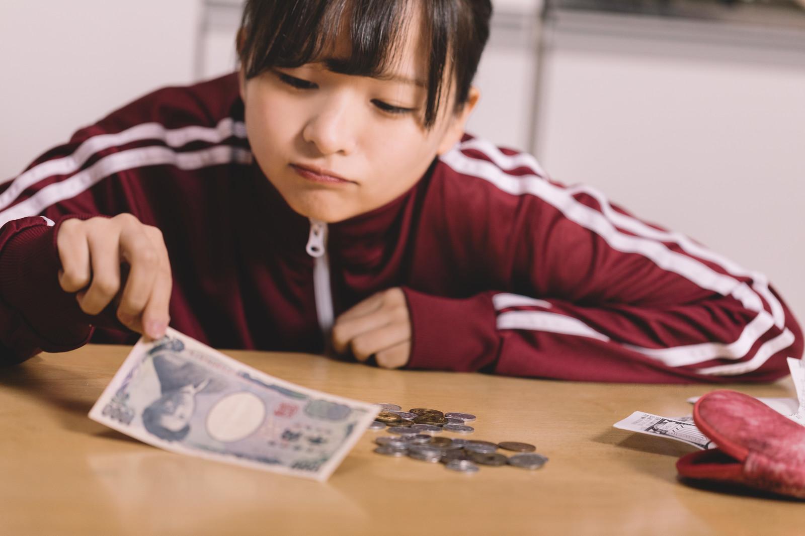 日本 単身女性 3人に1人 貧困