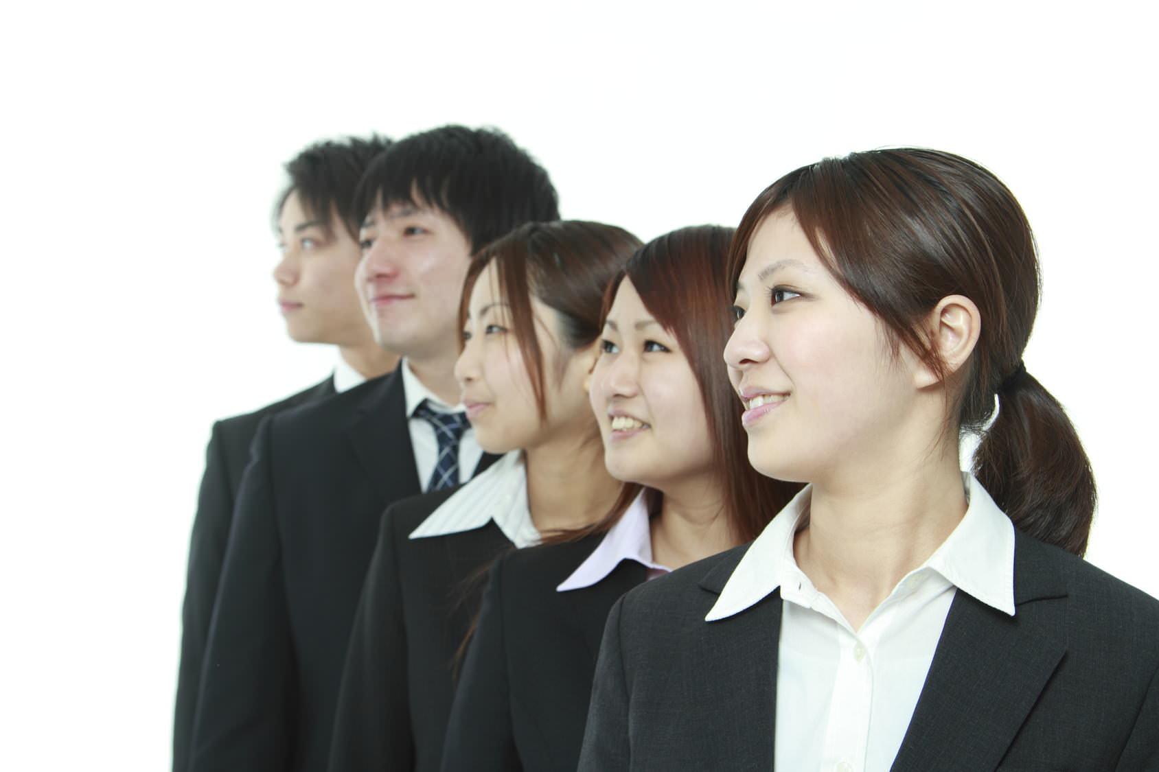 大学 入学式 スーツ 黒一色