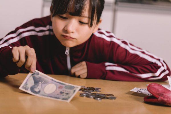 東京 住む 20代 平均給与 240万