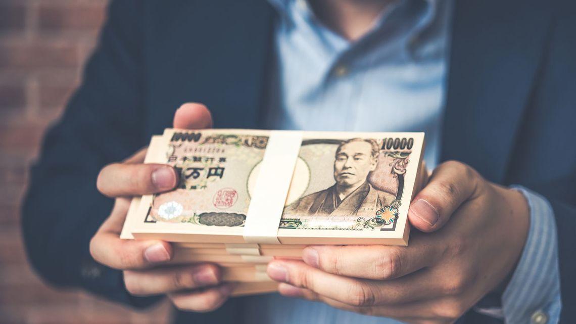 公務員 ボーナス 平均67万9100円